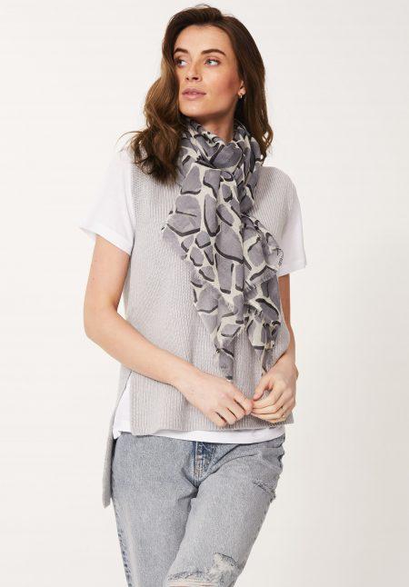 Giraffe Print Scarf in Grey