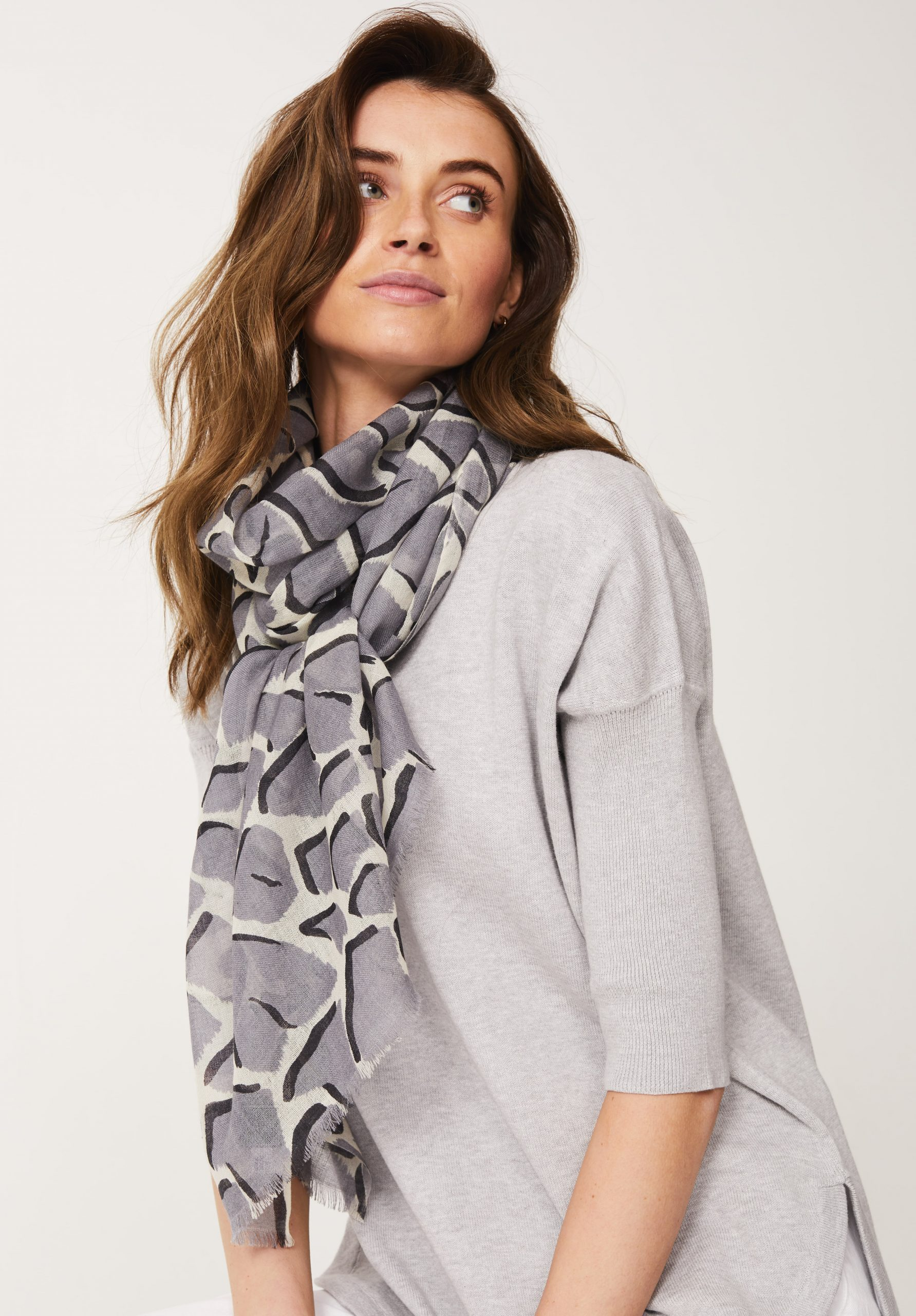 Giraffe Print Scarf in Grey