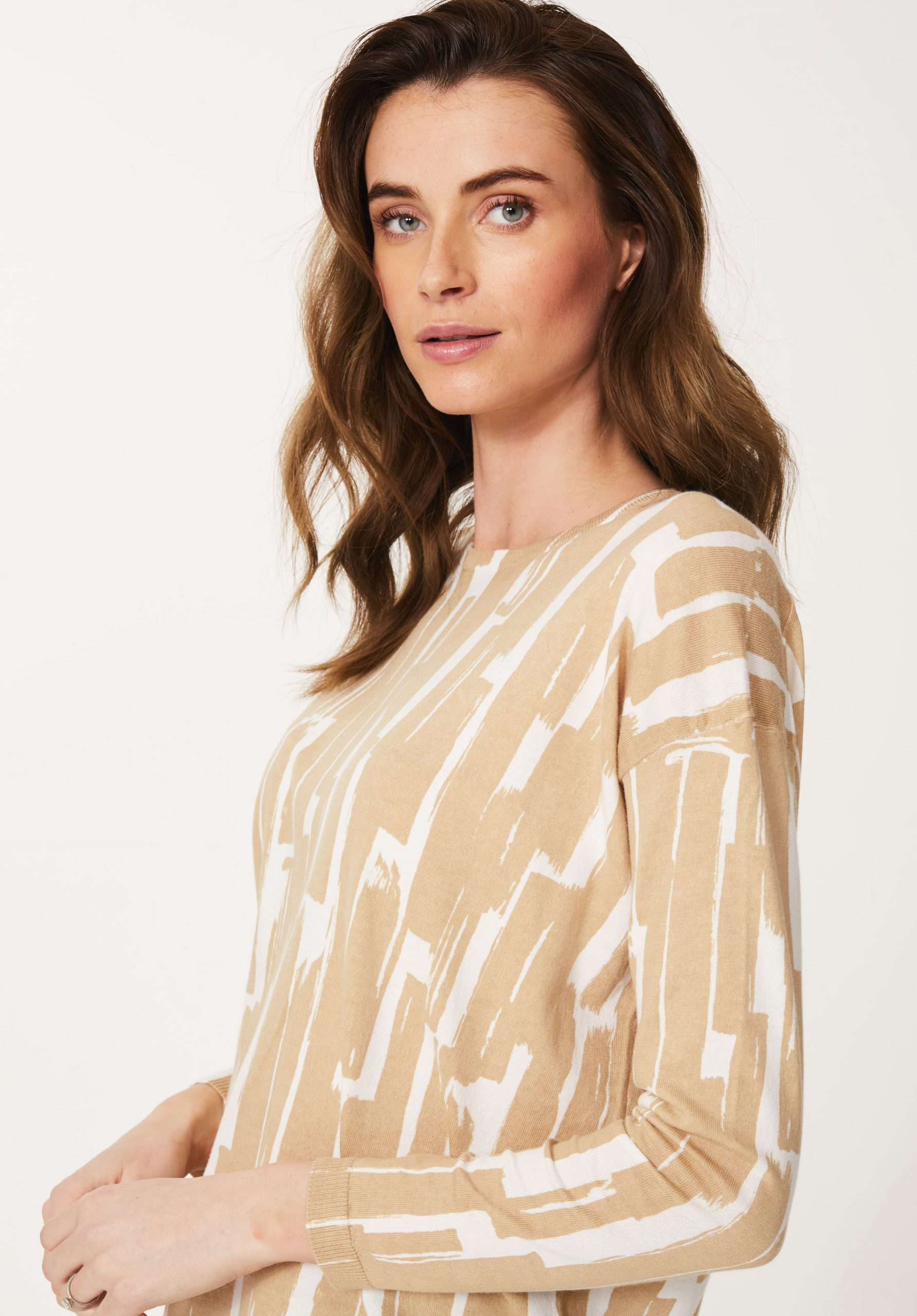 Cotton / Cashmere Print Top in Almond